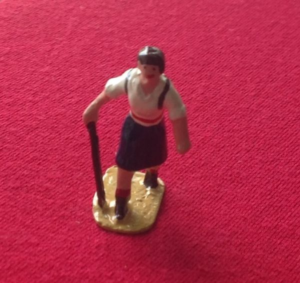 HORNBY PRE-WAR O GAUGE 3D Female hiker.